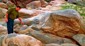 Geology at Ghum Ghum Falls